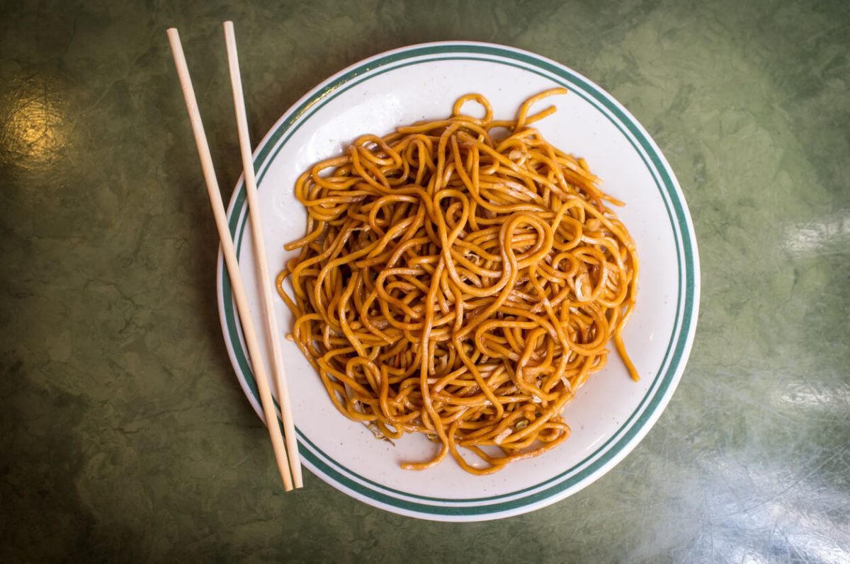What's the Difference Between Lo Mein and Chow Mein Noodles?